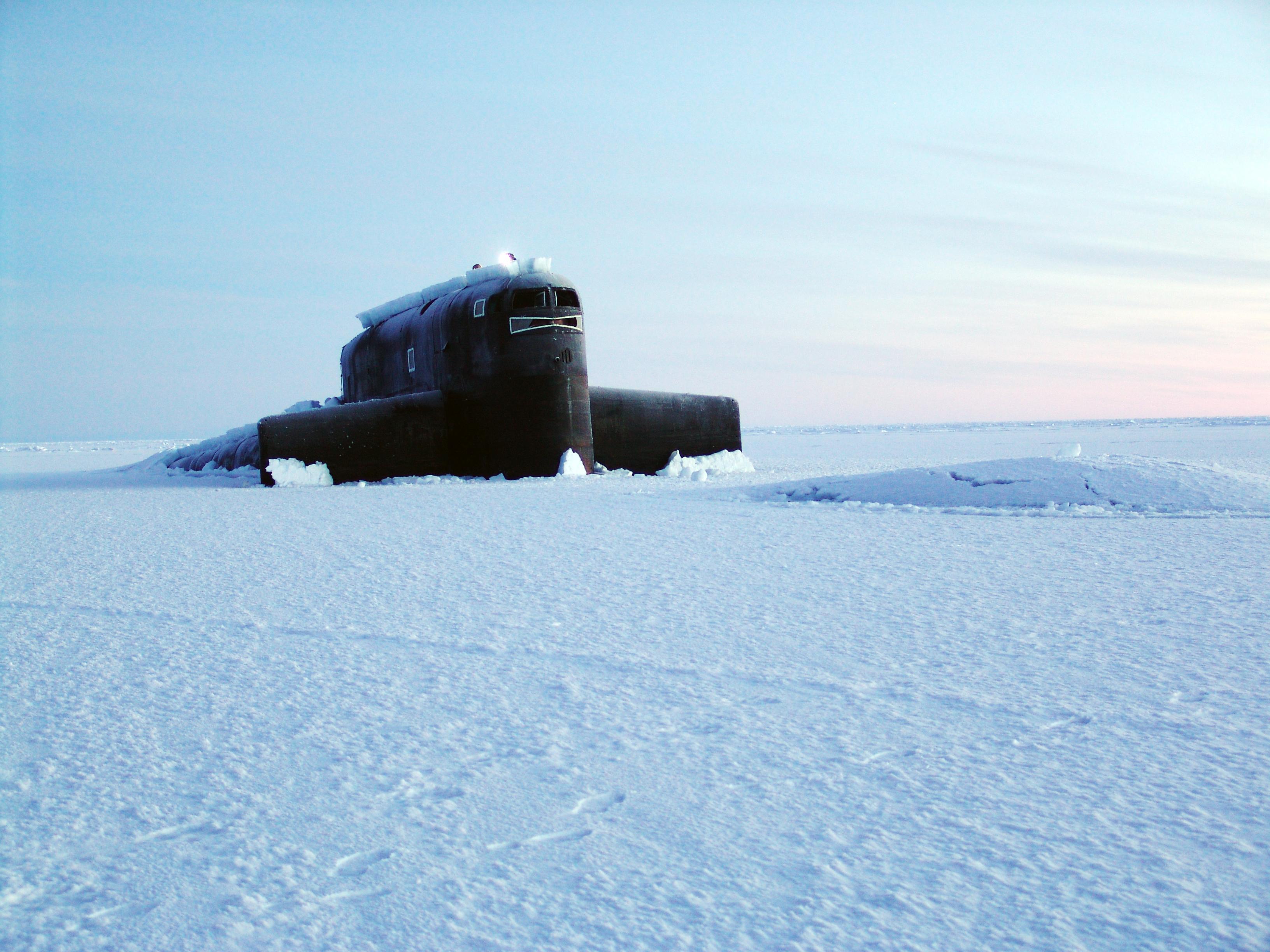 срочно русские летчики обнарули вмерзшую подводную лодку сша в арктике