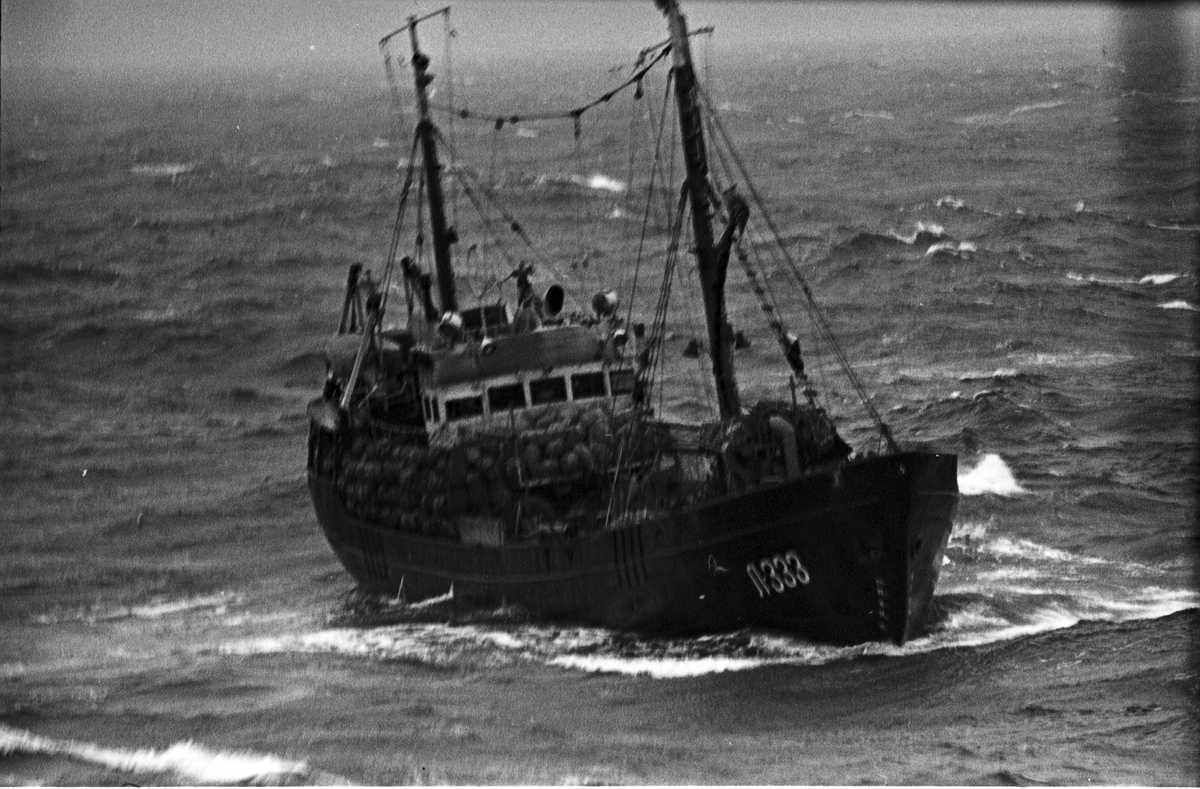 300 лет флота рыболовный траулер