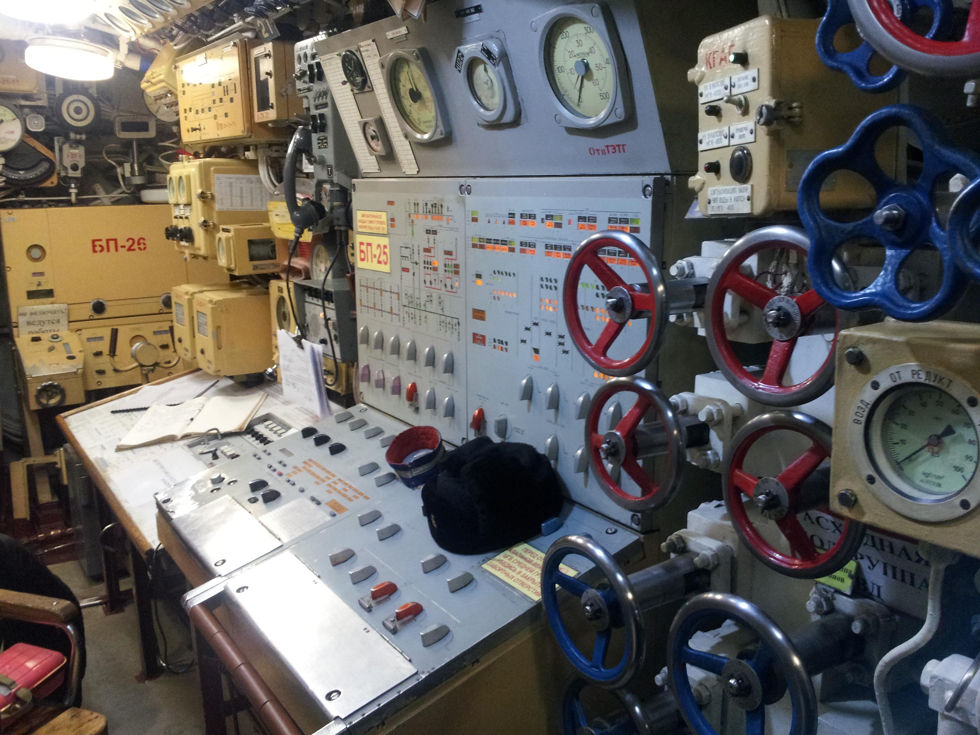 навигационный прибор на подводной лодке