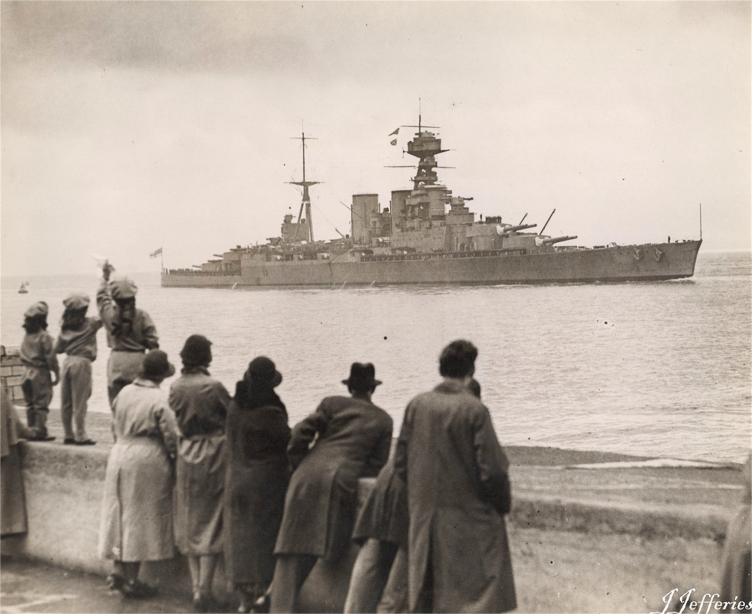 HMS HOOD Returns to Portsmouth Harbour for repairs 04.02.1935-1.jpg